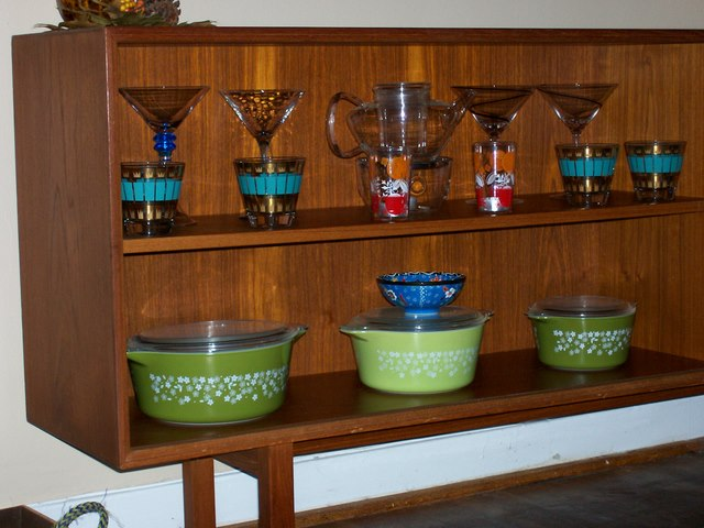 DIY glassware display