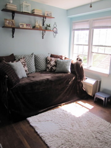 Before Amp After Tiny Guest Room The Borrowed Abodethe