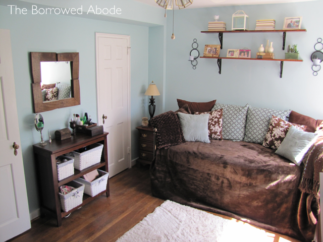Apartment Guest Room | The Borrowed Abode