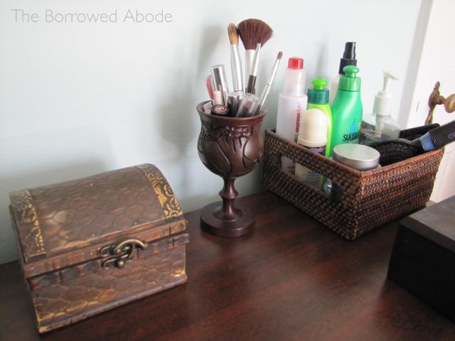 Old Condo Vanity | TheBorrowedAbode.com