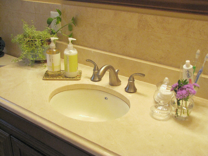 Index Of Wpcontentuploads - Bathroom sink set up