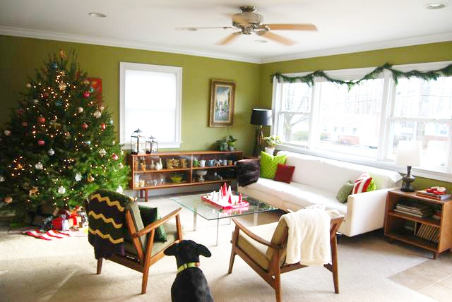 2012 Christmas Living Room | The Borrowed Abode