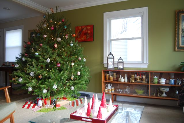 Fat Christmas Tree 2012 | The Borrowed Abode
