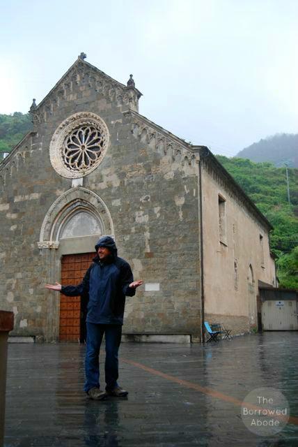 Cinque Terre Riomaggiore Church | The Borrowed Abode