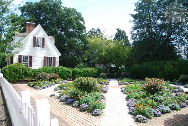 Colonial Williasmburg Garden Virginia