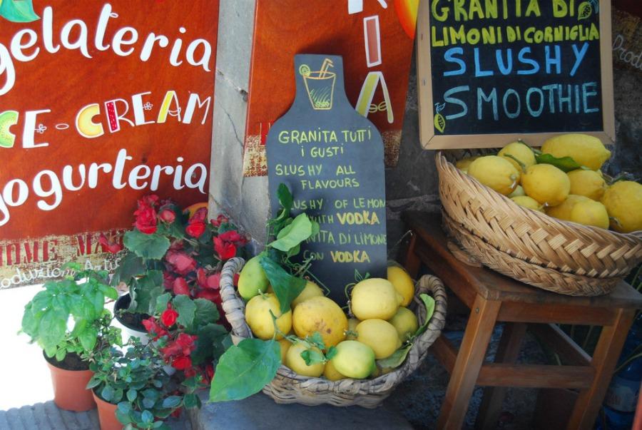 2016 Italy Corniglia Cinque Terre Lemons
