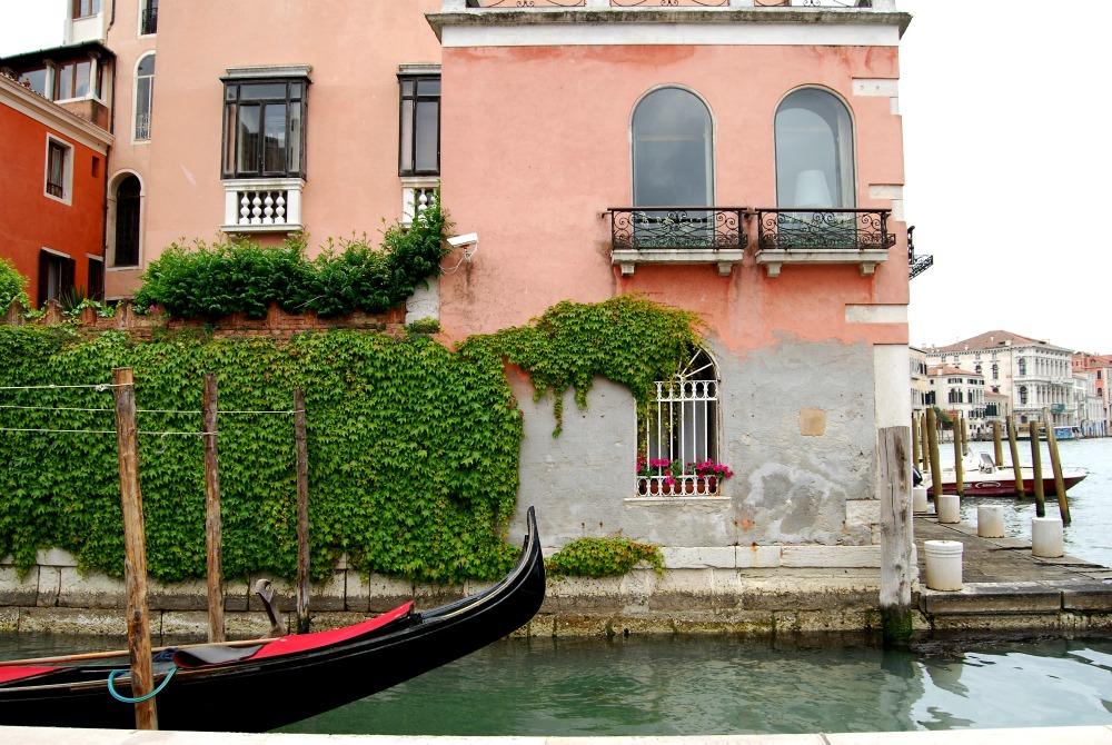 2016 Italy Venice Gondola Ivy Wall Accademia Bridge