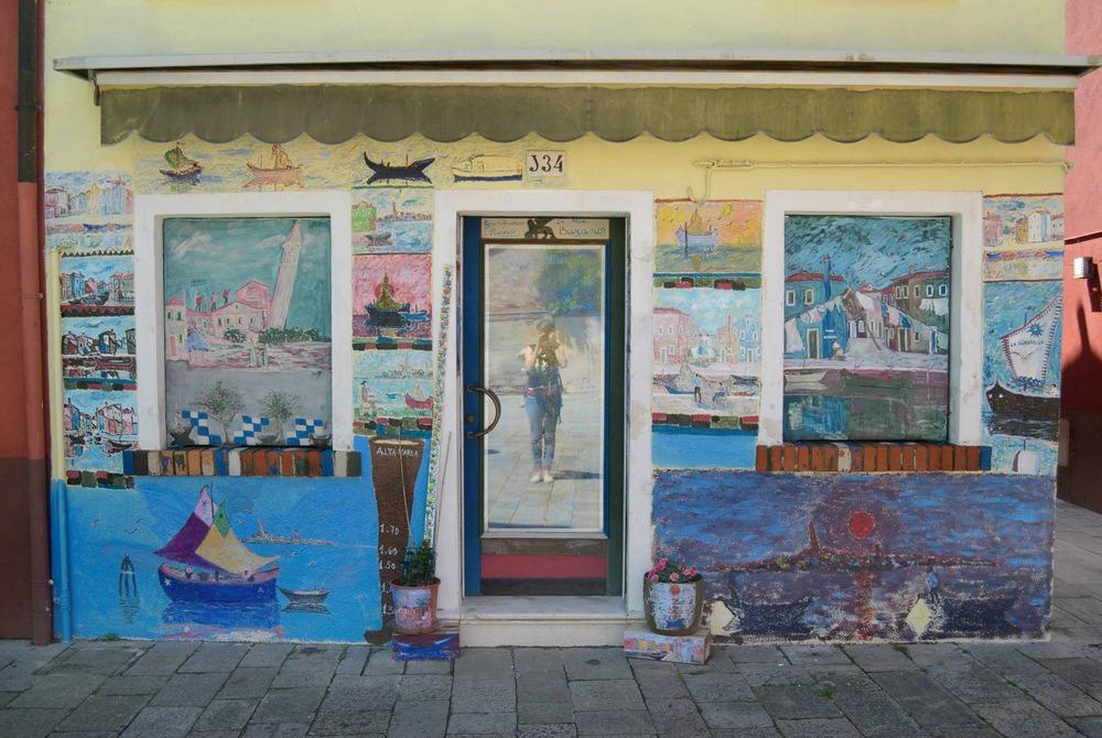 italy-burano-storefront-mural