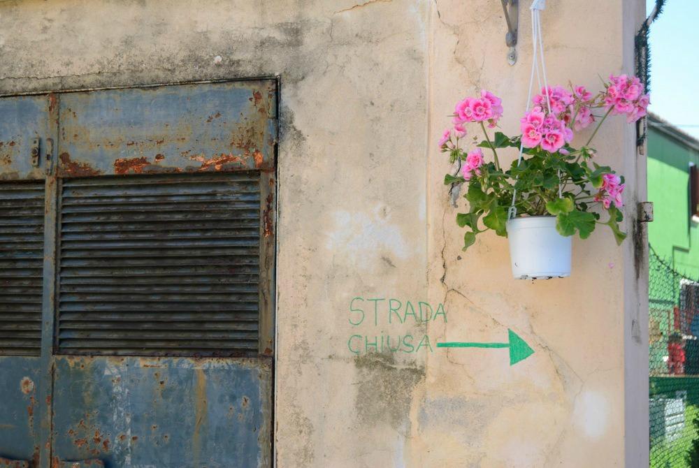 italy-burano-strada-chiusa