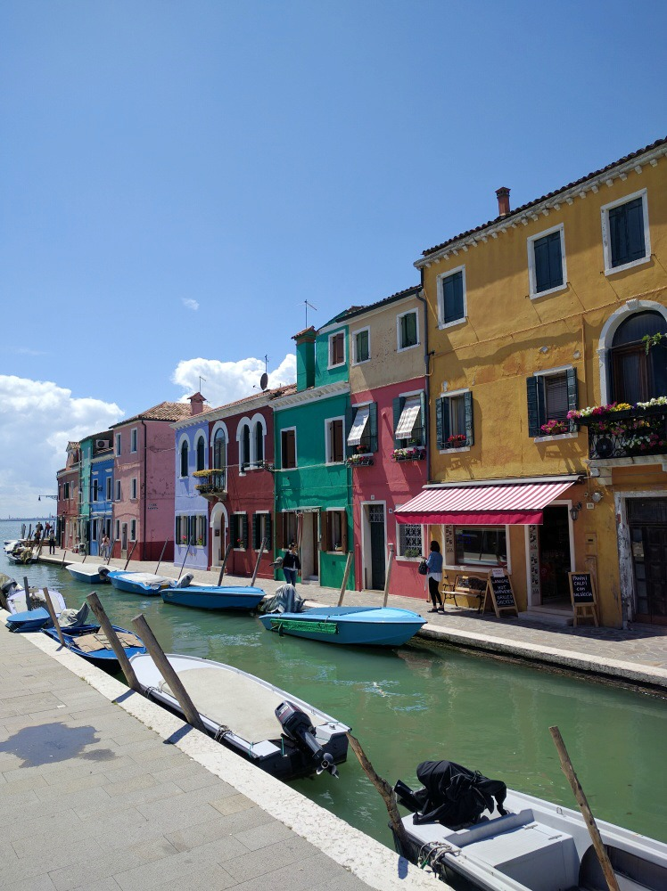 italy-venice-burano-colorful-houses-canal