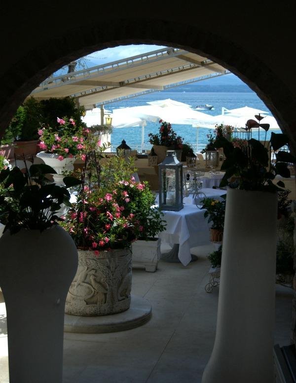 Janery Italy Sirmione on Garda La Speranzina Restaurant Archway 600px